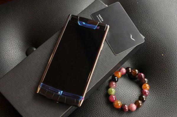 Điện thoại Vertu Signature Touch Clous De Paris Black Alligator cảm ứng