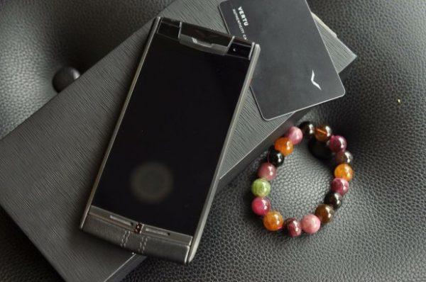 Điện thoại Vertu Signature Touch Black Leather cảm ứng