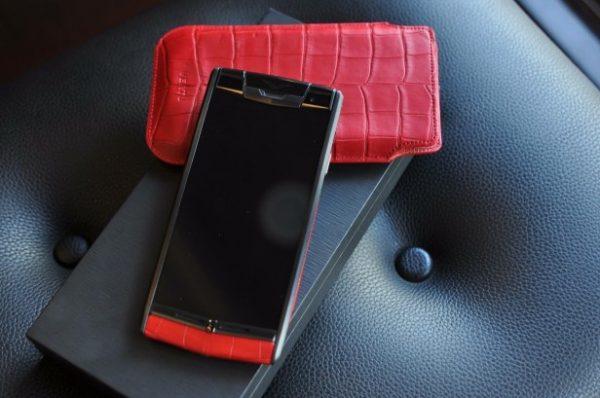 Điện thoại Vertu Signature Touch Red Alligator cảm ứng