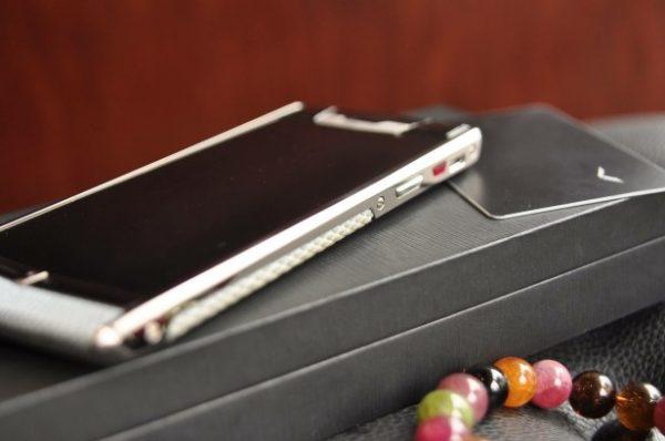 Điện thoại Vertu Signature Touch Pure White Snake cảm ứng