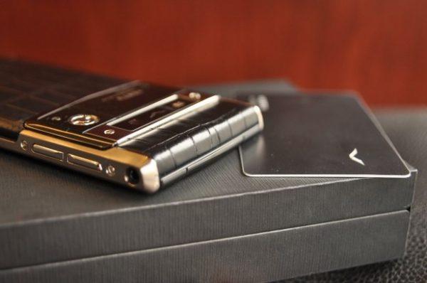 Điện thoại Vertu Signature Touch Pure Jet Alligator cảm ứng