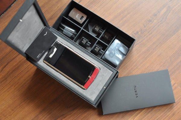 Điện thoại Vertu Signature Touch Claret Leather cảm ứng