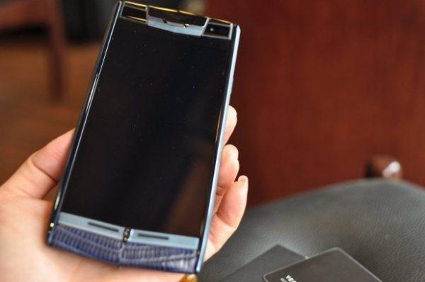 Điện thoại Vertu Signature Touch Pure Navy Lizard cảm ứng
