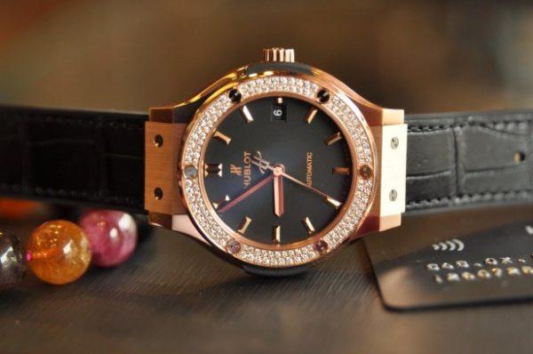 Đồng hồ Hublot Classic Fusion Black King vàng hồng 18k niềng kim cương