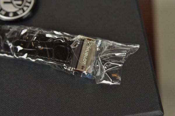 Đồng hồ Hublot Classic Fusion Titanium 45mm mới 100% mặt đen