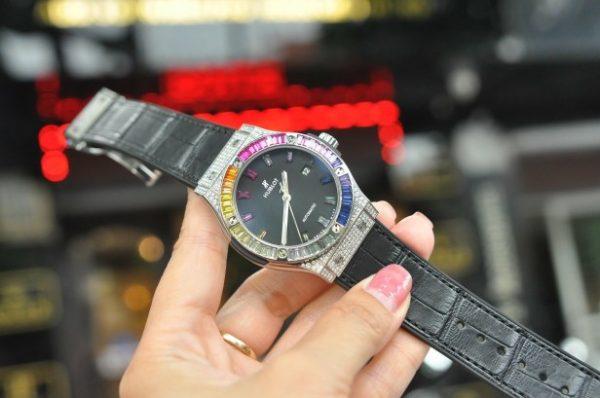 Đồng hồ Hublot Classic Fusion độ kim cương hạt Baguette và đá màu size 42mm