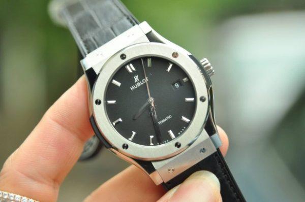 Đồng hồ Hublot Classic Fusion Titanium size 42mm mới 100% mặt đen