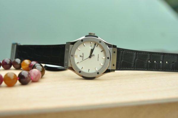 Đồng hồ Hublot Classic Fusion Titanium 42mm mới 100% mặt trắng