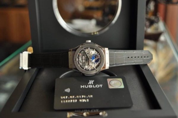 Đồng hồ Hublot Classic Fusion Aerofusion Moonphase Titanium size 42 mm