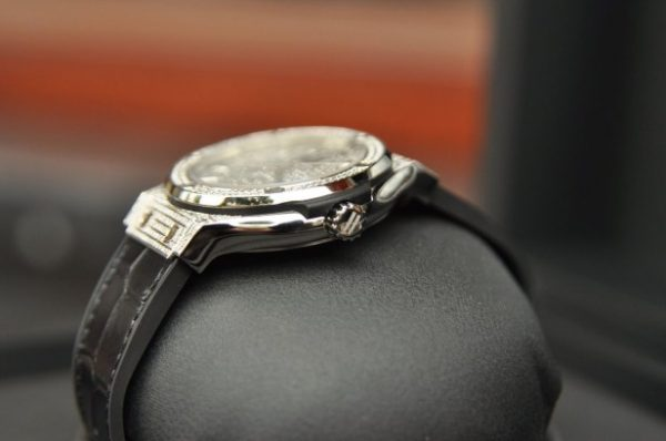Đồng hồ Hublot Classic Fusion Titanium 42mm full kim cương mới 100%