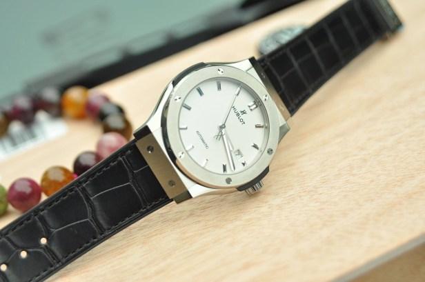 Đồng hồ Hublot trắng