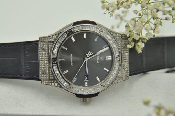 Đồng hồ Hublot Classic Fusion Custom Baguette Diamond size 42mm