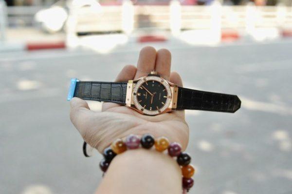 Đồng hồ Hublot Classic Fusion Black Rose vàng đính kim cương mới 100%