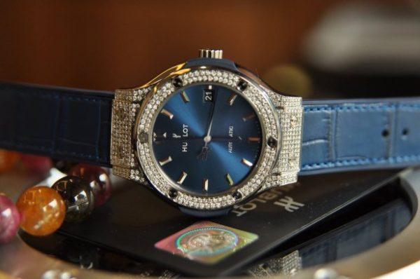 Đồng hồ Hublot Classic Fusion Titanium mặt xanh đính kim cương
