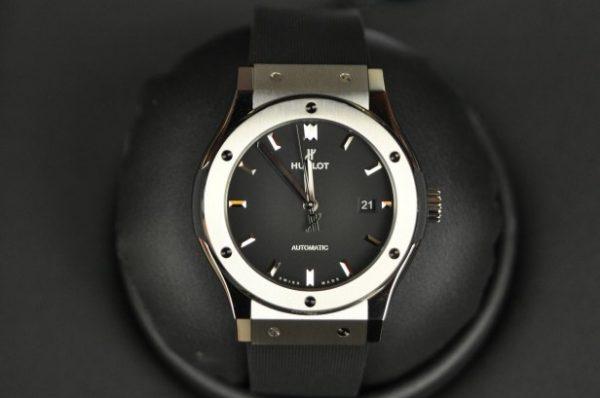 Đồng hồ Hublot Classic Fusion Titanium 42mm mới 100% mặt đen