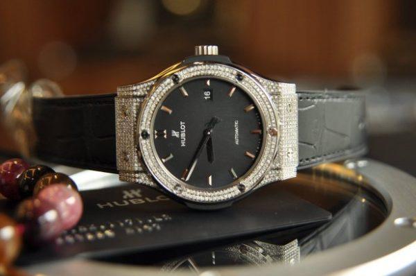 Đồng hồ Hublot Classic Fusion Titanium size 42mm mặt đen