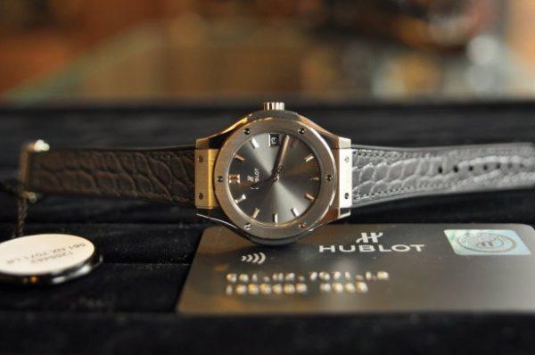 Đồng hồ Hublot nữ Classic Fusion Titanium size 33mm mới 100%