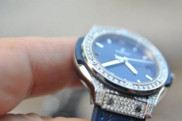 Đồng hồ Hublot nữ Classic Fusion Titanium 33mm đính kim cương