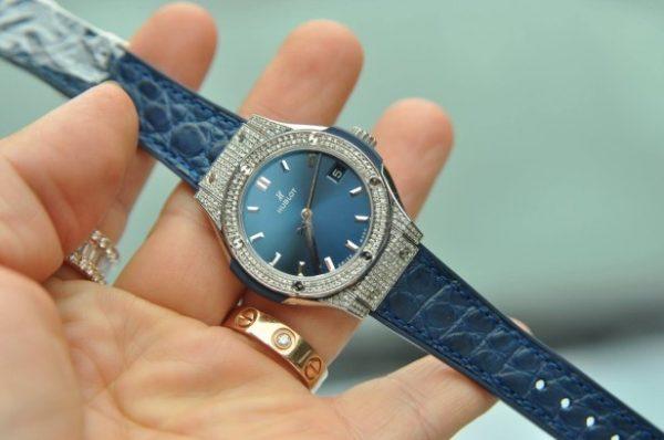 Đồng hồ Hublot nữ Classic Fusion Titanium Diamond Quartz mặt xanh