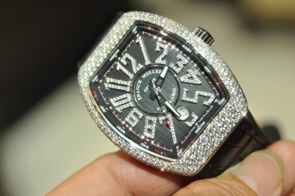 Đồng hồ nam Franck Muller Vanguard V41 mặt đen số kim cương