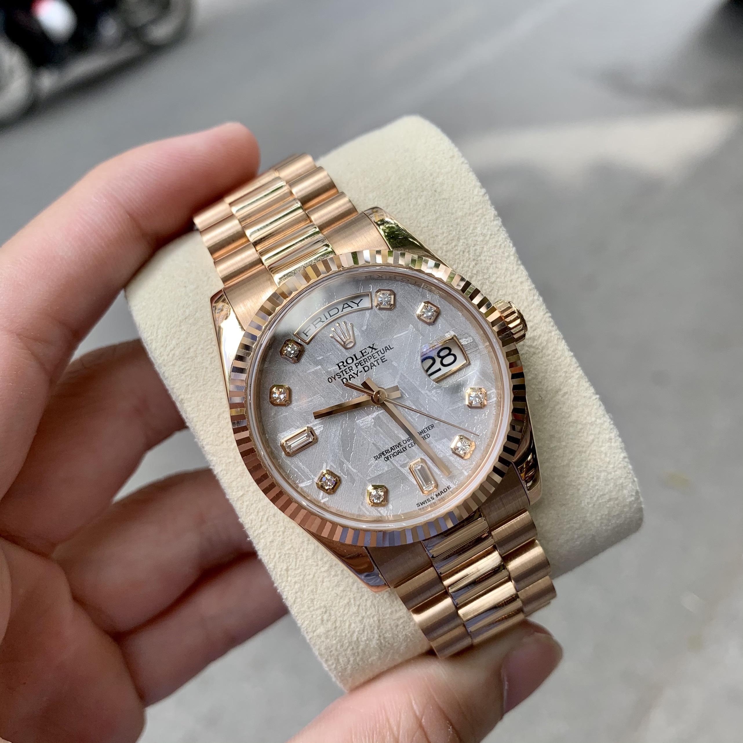 10 chiếc đồng hồ Rolex cũ đáng lựa chọn nhất 2021 Dong-ho-rolex-118235-day-date-diamond-mat-thien-thach-vang-khoi-18k-1